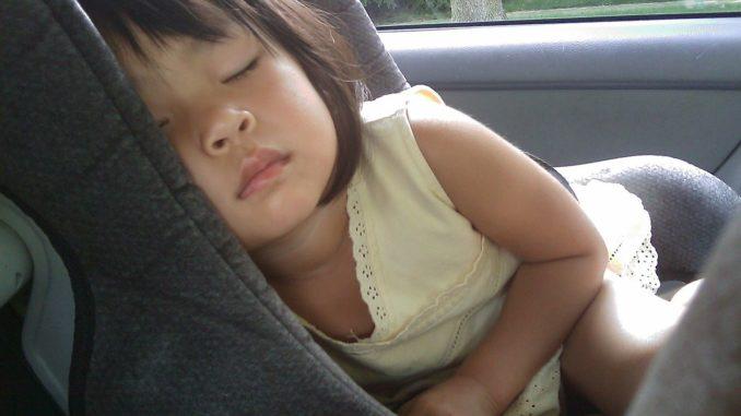 Babyschale bzw. Kindersitz im Auto